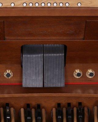 Expression and crescendo pedals
